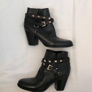 Guess stylish boots! 💋💫✨